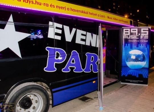 A-partybusz-várja-a-Lay's-chips-nyereményjáték-nyerteseit