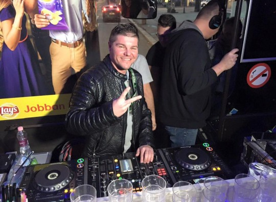 DJ Newik az Eveningstar Partybuszon