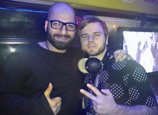 Lofti és Geri élő adásban a partybuszon