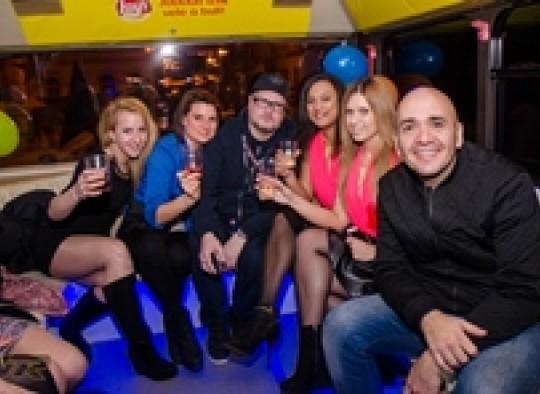 Partybusz musikkillers élő közvetítés