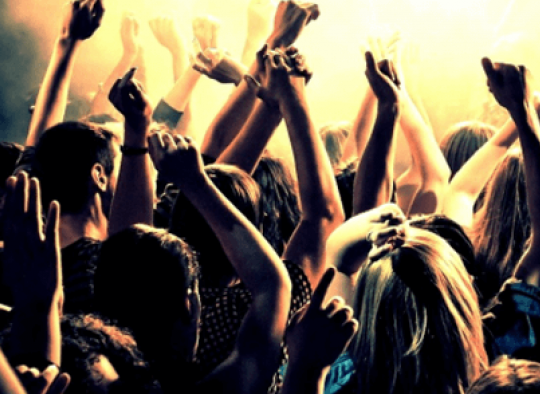 Ingyenes, soron kívüli belépés szórakozóhelyekre, partybuszos érkezéssel