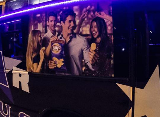 Céges promóció partybusszal, hatalmas felület és programhelyszín egyben.